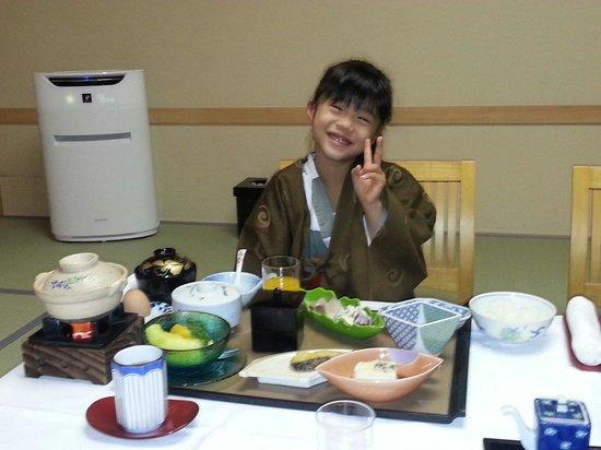Dogokan: 朝夕共、子供の食事は大人と全く同じ