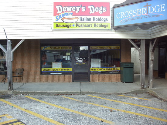 Dewey's Dogs : Our store front