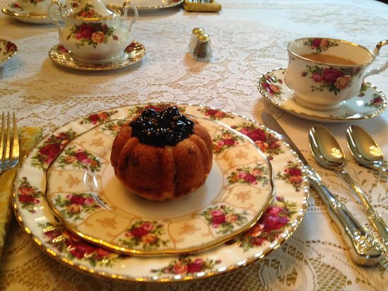 Bellevue Bed and Breakfast: Blueberry muffin
