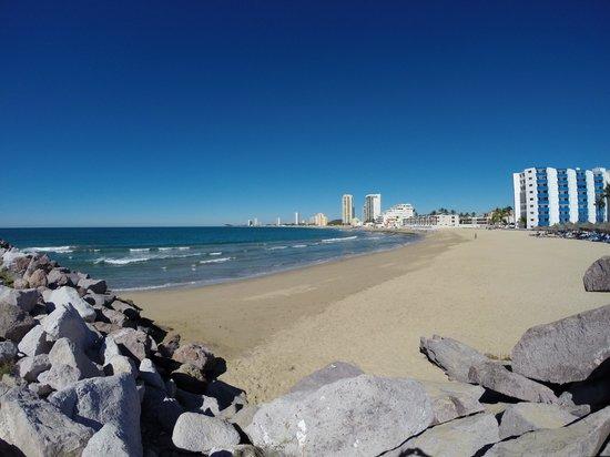 El Cid Marina Beach Hotel : Daytime at the beach