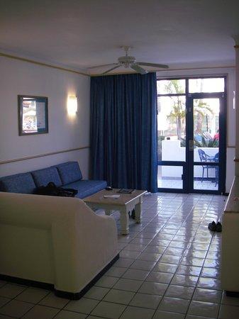 El Cid Marina Beach Hotel: living room area, from kitchen