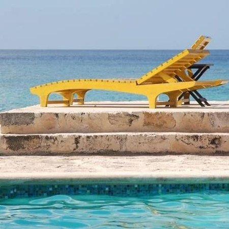 Buccanos Grill & Beach Club Cozumel: view to the ocean