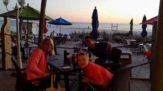 Cabana's Beach Bar & Grill: Right on the beach!