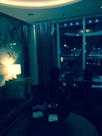 Yas Viceroy Abu Dhabi: sitting room