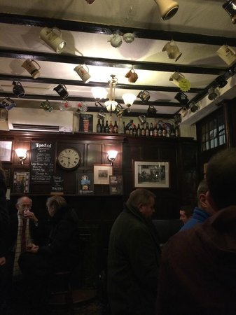 Ye Olde Mitre: Interior of the pub