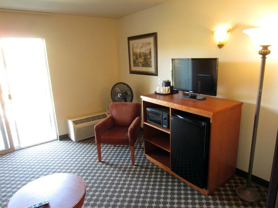 Oxford Suites Yakima: Room 412 sitting area