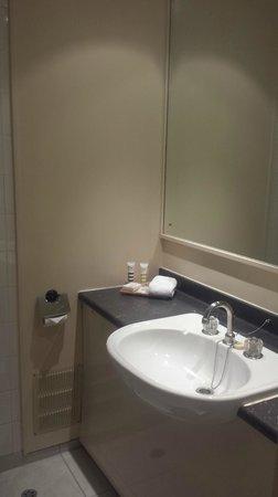 Mercure Auckland : Bathroom sink