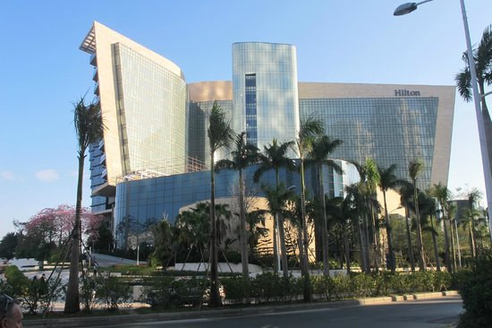 Hilton Shenzhen Shekou Nanhai: The hotel is just over the road from the newly developed Seaworld.