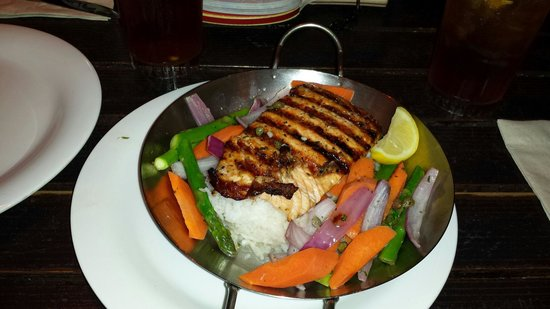 Bubba Gump Shrimp Co. : Grilled salmon Vegetables and rice