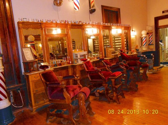 National Barber Museum : Barber Chairs