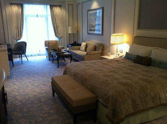 Shangri-La Bosphorus, Istanbul: My lovely spacious room