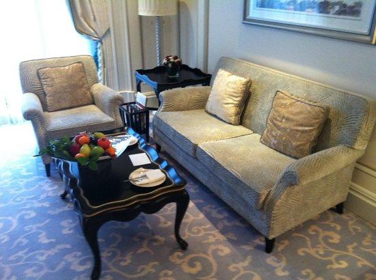 Shangri-La Bosphorus, Istanbul: My suite living room
