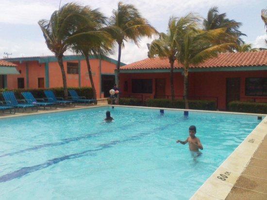 Hotel Gramimar Suites: vista desde la piscina