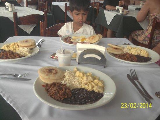 Hotel Gramimar Suites: a la hora de comer uhhhh