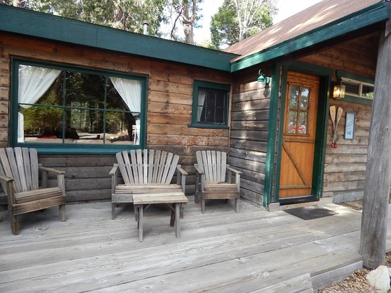 Arrowhead Pine Rose Cabins: front porch
