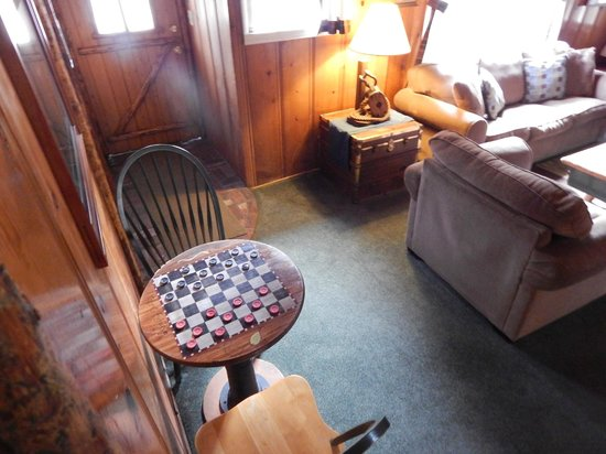 Arrowhead Pine Rose Cabins: SMall living room- very cozy and warm with thick carpeting