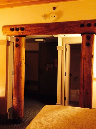Lied Lodge & Conference Center : Timbers are everywhere in this hotel - this is my room