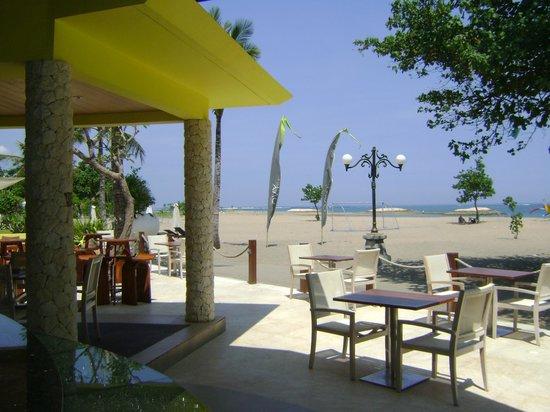 ENVY Bali : Uitzicht op het strand en de oceaan