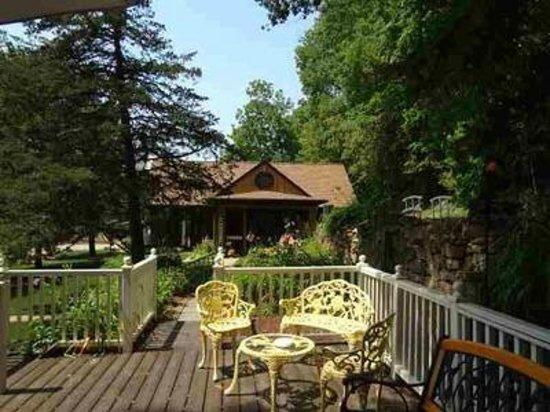 Greenbriar Country Inn & Suites : Greenbriar Deck