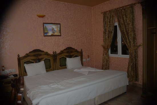 Jibreen Hotel : großes Bett