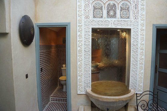 Riad Misria & SPA : Fountain and Toilet