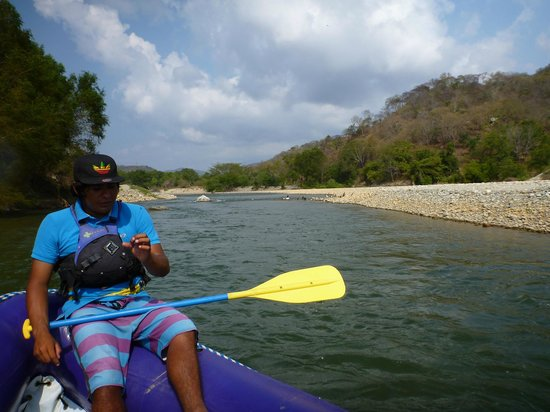 Aventura Mundo : Sam guiding us down the Copalita River
