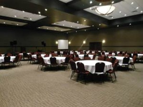 Chatham-Kent John D Bradley Convention Centre: Multi-size Impeccable Ballroom
