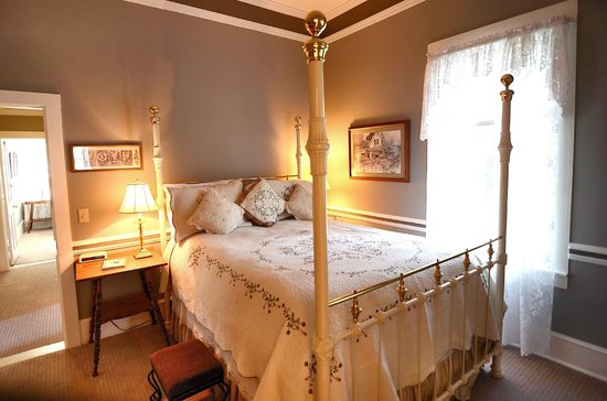 Inn St Helena: Ambrose Bierce Suite with a Queen bed and attached bathroom and living room