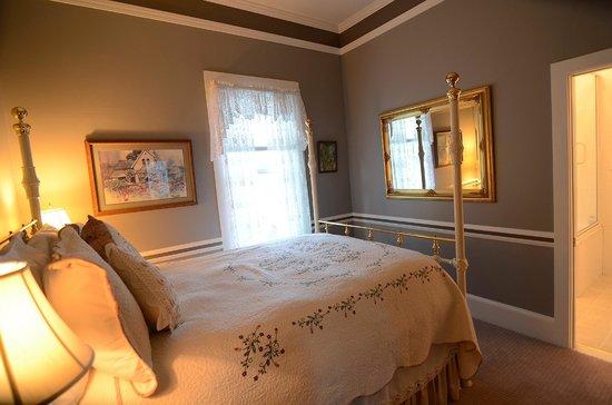 Inn St Helena: Ambrose Bierce Suite Room