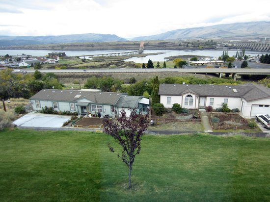 Celilo Inn : View of Columbia River from Room 57