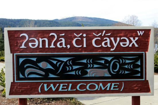 Sequim Bay Scenic Pullout : Welcome sign