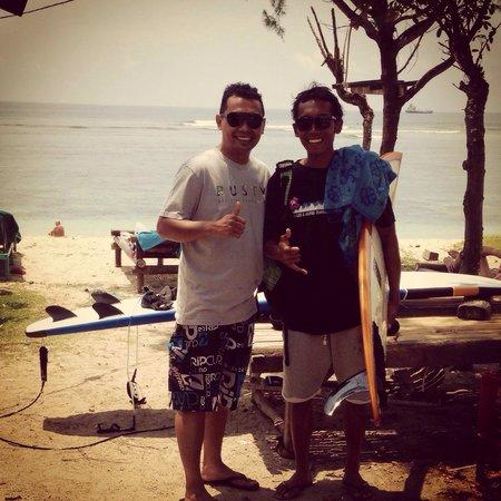 Desu de Bali Surf - Surfing Courses: Enjoy surfing lesson with Desu..