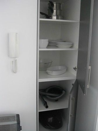 Barclay Suites Auckland : well stocked kitchen