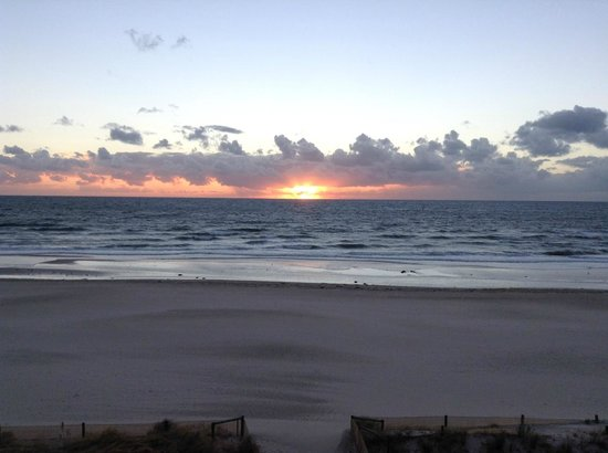 Oaks Plaza Pier Apartment Hotel : Sunset from the room