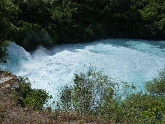 Huka Falls: side view of the falls