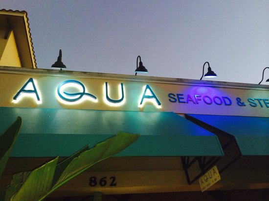 Aqua Seafood & Steaks : Pleasant evening dining outside