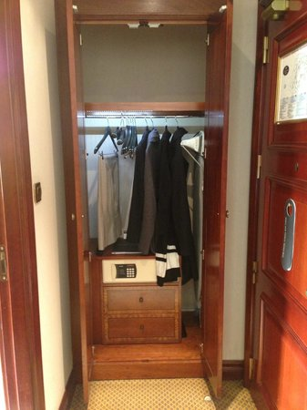 InterContinental Madrid : room-closet