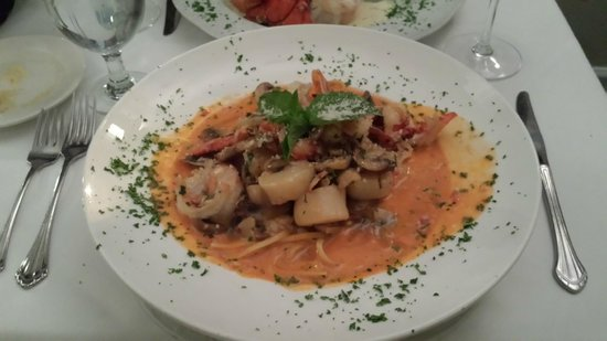 Bellissimo Restaurant : Seafood (Shrimp, lobster, crab, scallops) Cleopatra