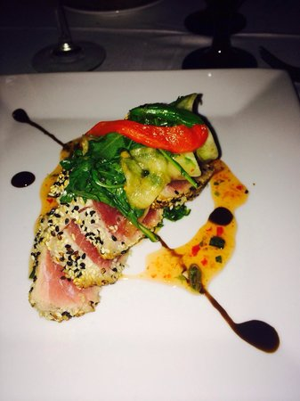 Aqua Seafood & Steaks : The (flavorless) ahi tuna that took 2 hours to get to our table. Looks nice but lacked any spice