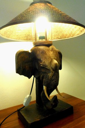 Aonang Goodwill : table lamp in the room