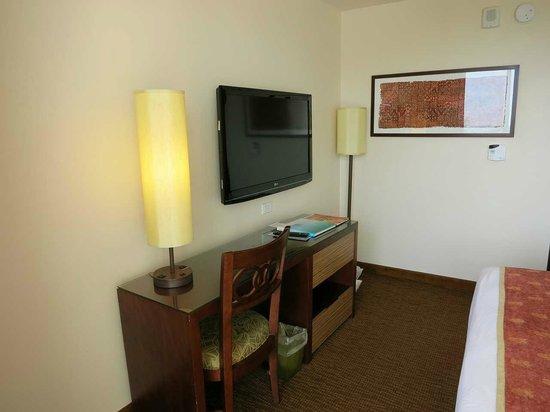 Park Shore Waikiki : 最上階18階の角部屋