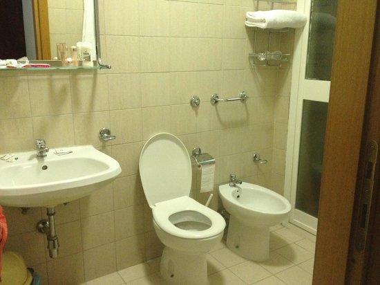 Nazional Rooms: Ванная