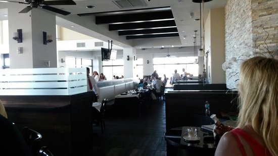 Los Ranchos Steakhouse: Inside view with bar area