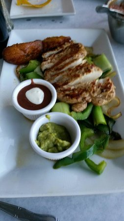Los Ranchos Steakhouse: Chicken fajitas