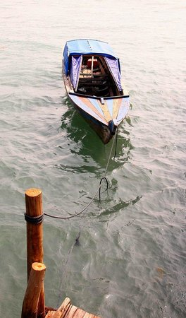 Blue Mountain Kelong: The boat that we came in
