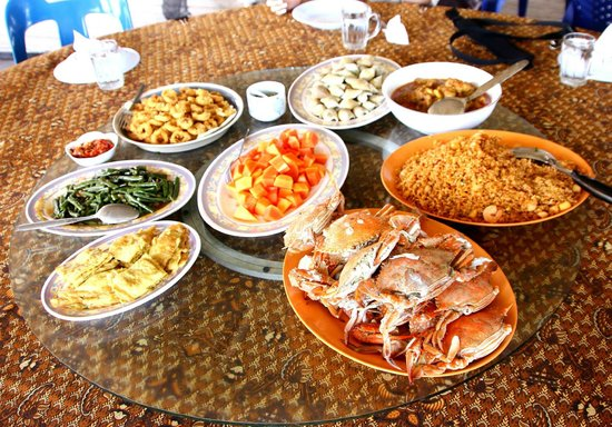 Blue Mountain Kelong: Fresh crabs and other yummy stuff for lunch!
