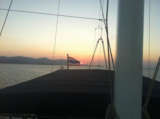 Boutique Yachting - Day Cruises & Private Charters: Sunset
