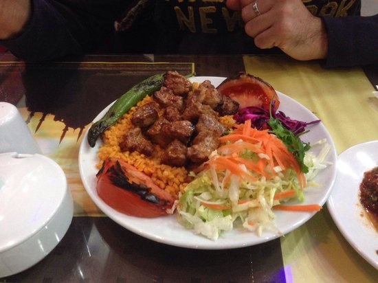 Ortaklar Kebap Lahmacun: Piatto tipico turco