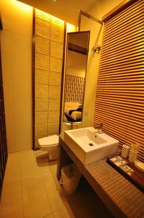 Courtyard @ Heeren Boutique Hotel : Bathroom