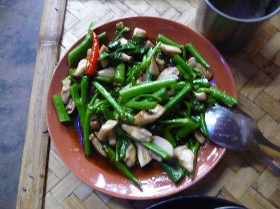 Bamboo Bee Vegetarian Restaurant: Kale and other veggies